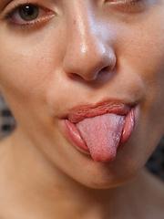 Naomi Woods Khaleesi On Drugs