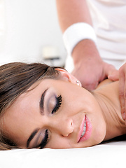 Riley Reid spreads wide after a massage for a big hard cock